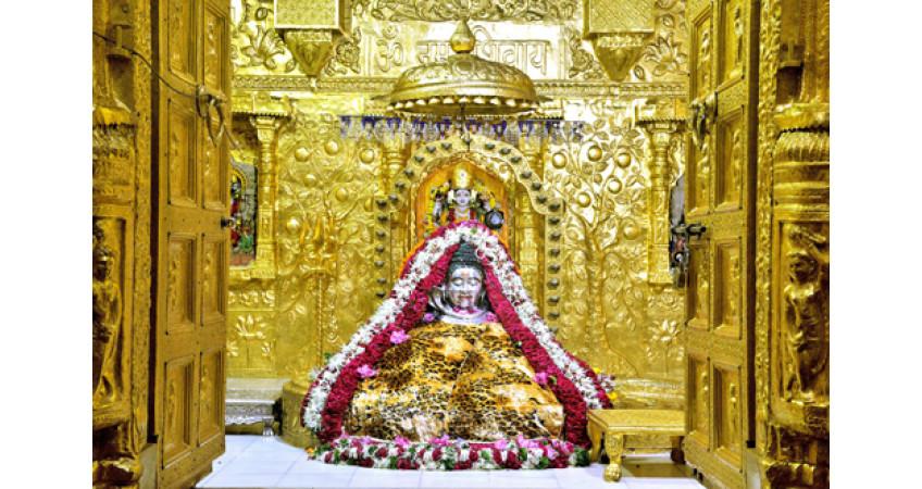 સોમનાથ મહાદેવ મંદિરે પવિત્ર શ્રાવણ માસમાં વિક્રમજનક 403 ધ્વજારોહણ