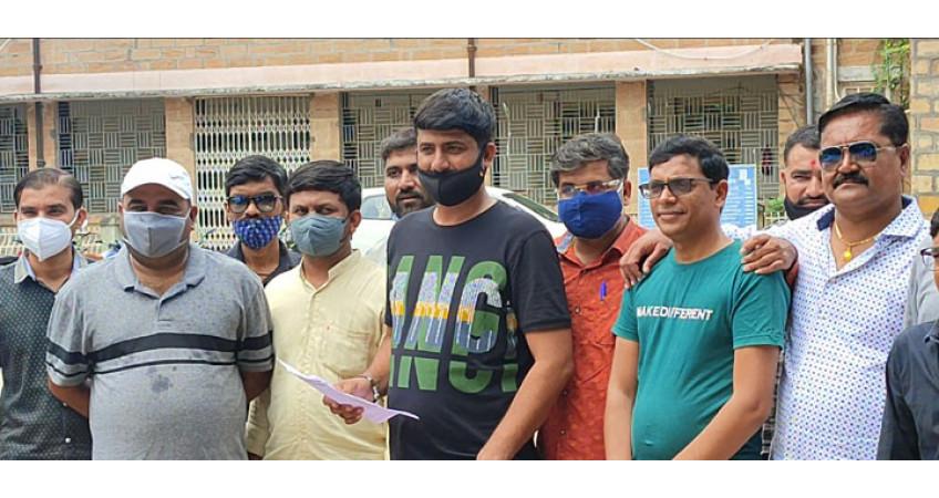 સુરેન્દ્રનગર જિલ્લાના 450થી વધુ તલાટીઓ ગ્રેડ પે અને પડતર પ્રશ્ને હડતાલ ઉપર ઉતયાર્ર્