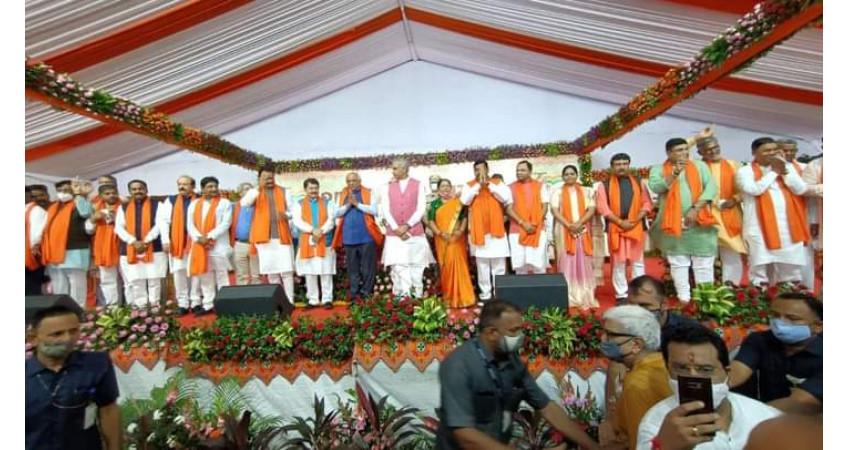 ગાંધીનગર : સ્વર્ણિમ સંકુલમાં કેબિનેટની બેઠક પૂર્ણ, રાજેન્દ્ર ત્રિવેદીને કાયદો, હર્ષ સંઘવીને ગૃહ વિભાગની જવાબદારી સોંપઈ
