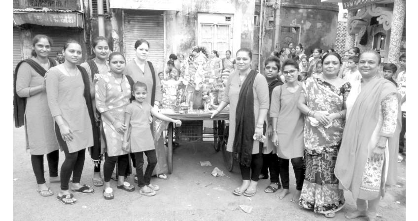 જામનગર મહાનગરપાલિકા દ્વારા તૈયાર કરાયેલા ગણપતિ વિસર્જનના કુંડમાં 704 મૂર્તિ વિસર્જિત થઈ